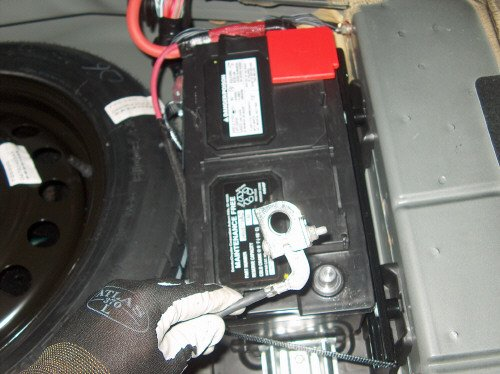 How To: Remove Rear Deck Cover & Rear Speakers-01.jpg