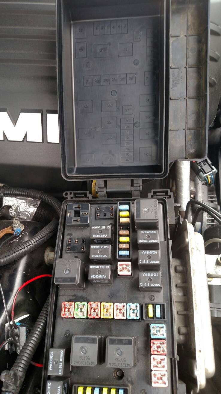 2005 chrysler 300c fuse box missing relay in front fuse box - chrysler 300c forum ... 300c fuse box