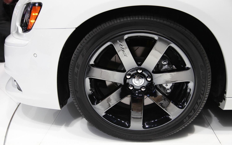 how to auto paint mobile rims paint chrome wheels to black chrome. Black Bedroom Furniture Sets. Home Design Ideas