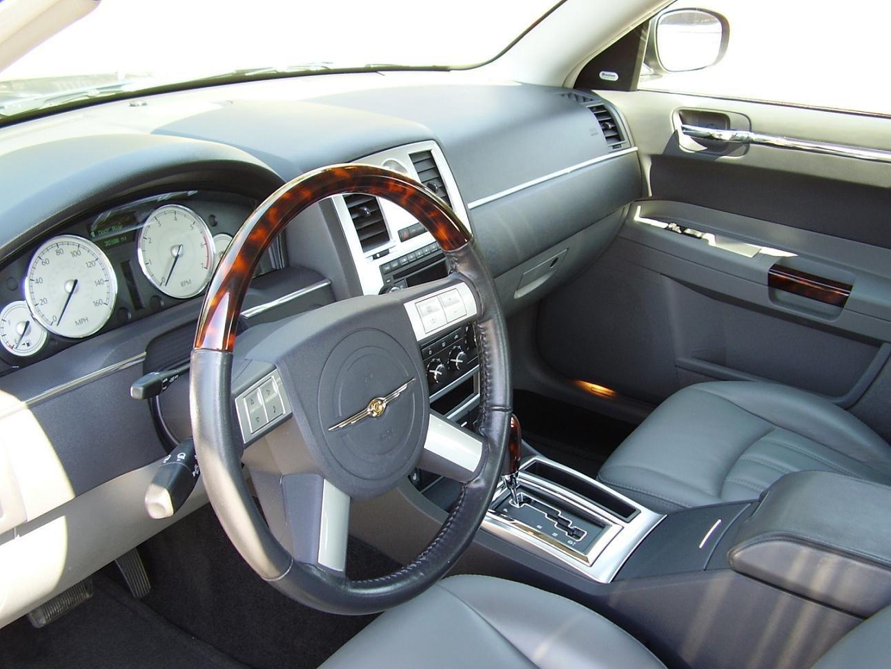 Here it is 2008 300c interior photo page 3 chrysler 300c forum 300c srt8 forums