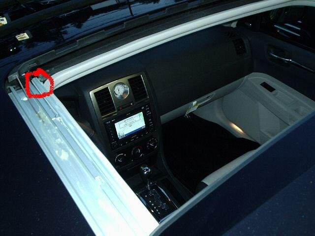 Chrysler 300 sunroof leak