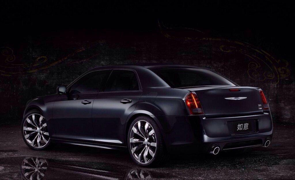 2014 Chrysler 300s Gets All Black And Blue Chrysler 300c