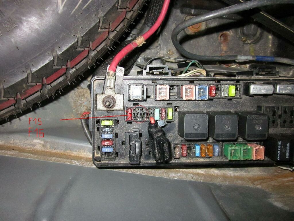 06 Chrysler 300 Fuse Box Battery Cable