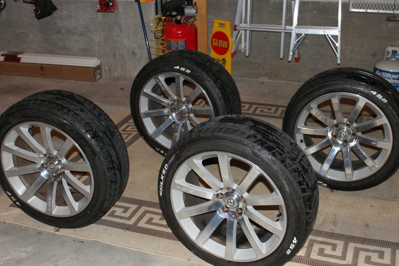 2007 300c srt stock wheels tires for sale chrysler 300c forum 300c srt8 forums. Black Bedroom Furniture Sets. Home Design Ideas