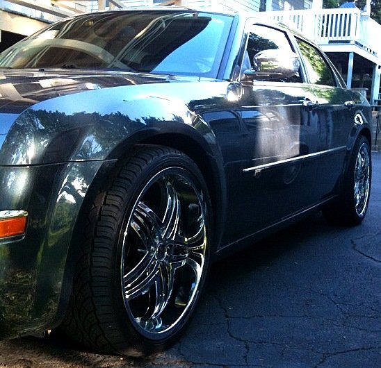 Chrysler 300c Forum 300c: Which Looks Better? All Chrome OR Black Inserts