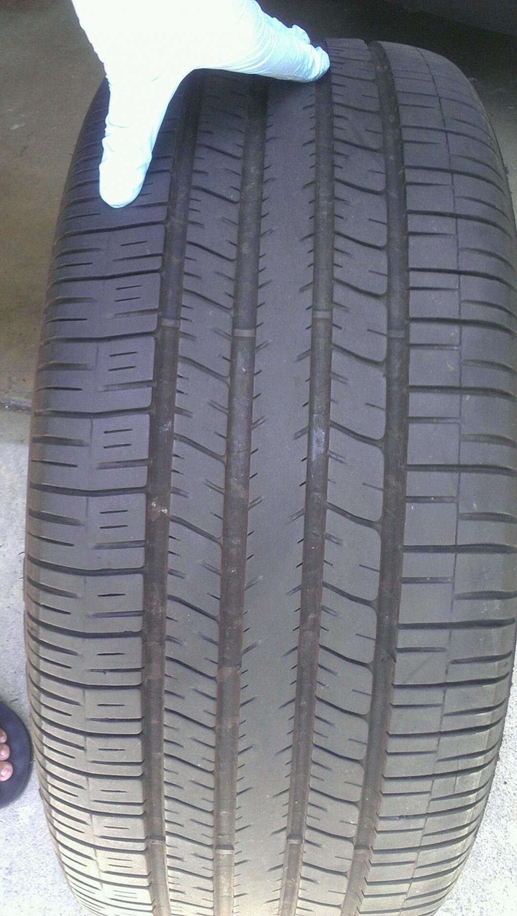 300 SRT8 Rims AND 80% Tires for sale - San Diego-srt8-tire-width-shot.jpg