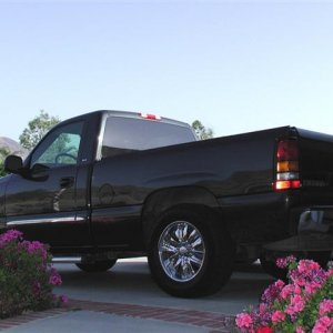 2004_GMC_Sierra_Small_