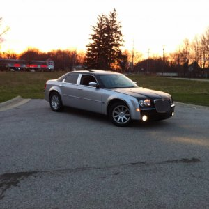 Chrysler 300c Pictures (side)